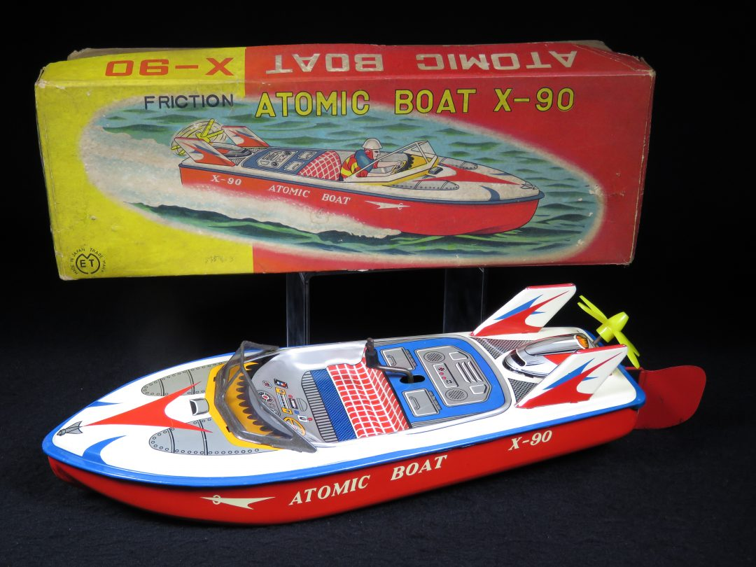 Antique Vintage Atomic Boat X-90 - ET Co. – Japan Tin Lithograph Wind-Up Powered Futuristic Space Racing Ship Toy For Sale