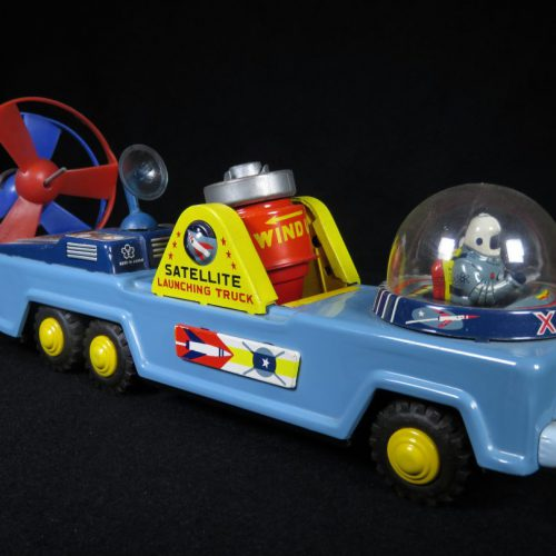 Antique Vintage Satellite Truck XS-126 - Yonezawa – Japan Tin Lithograph Mechanical Friction Powered Futuristic Vehicle with Astronaut Toy For Sale