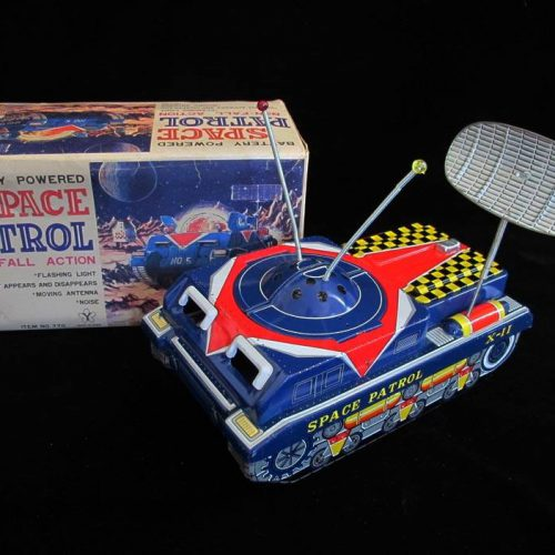 Antique Vintage Space Patrol Tank - Yonezawa – Japan Tin Lithograph Battery Operated Futuristic Vehicle with Radar Dish Toy For Sale