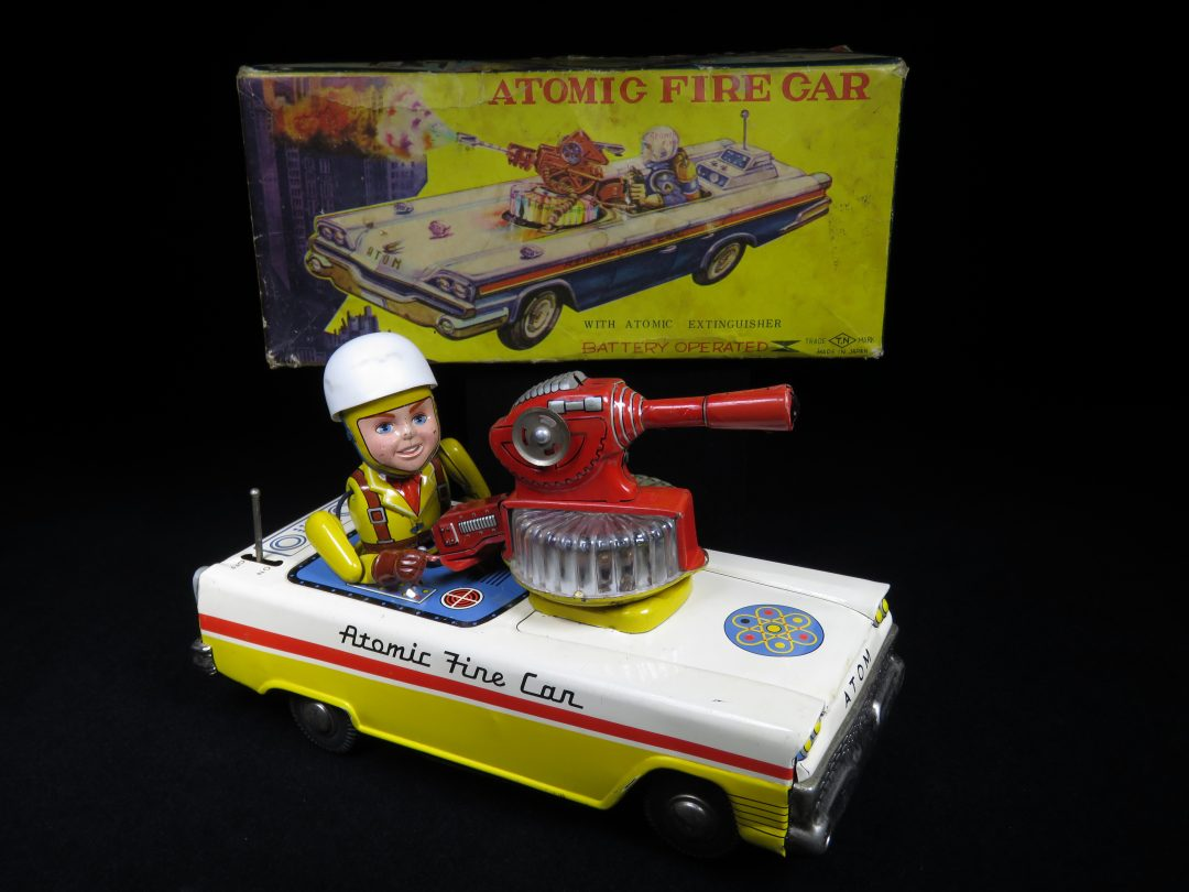 Antique / Vintage Atomic Fire Car - T.N Nomura – Japan Tin Lithograph Battery Operated Futuristic Space Toy For Sale