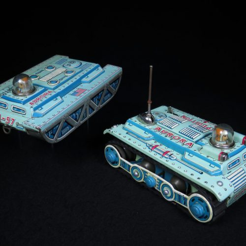 Antique / Vintage Aurora Expedition A-57 Tank - Yonezawa - Japan Futuristic Tin Lithograph Battery Operated Space Vehicle Toy For Sale