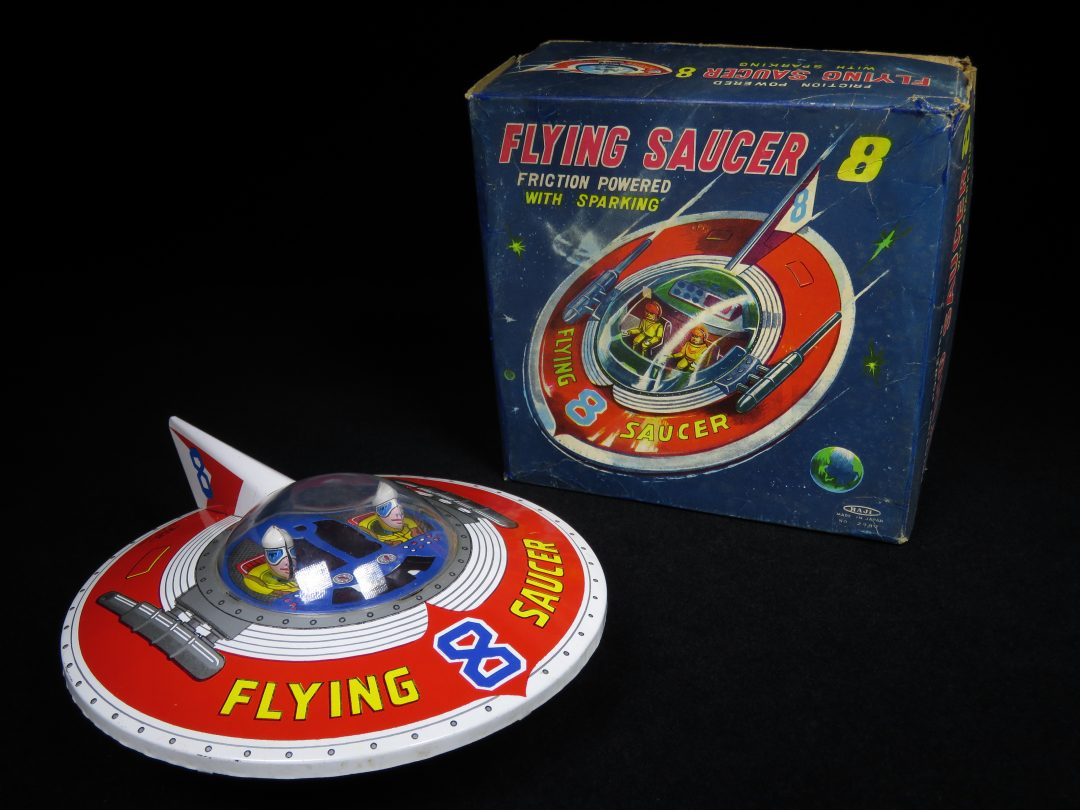 Antique Vintage Flying Saucer 8 - Haji – Japan Tin Lithograph Battery Operated UFO Space Flying Vehicle with Astronaut Toy For Sale